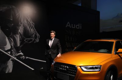 FOTO-1-Presidente-da-Audi-Paulo-Kakinoff-entre-as-forças-do-cavavol-e-do-novo-SUV-da-Montadora-durnte-o-Sào-José-Polo-Awards-evento-que-premia-os-melhores-atletas-de-Polo-do-País-- (1)