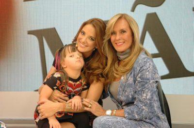 Ticiane Pinheiro com a filha, Faraella Justus, e a mãe, Helô Pinheiro Divulgação Record