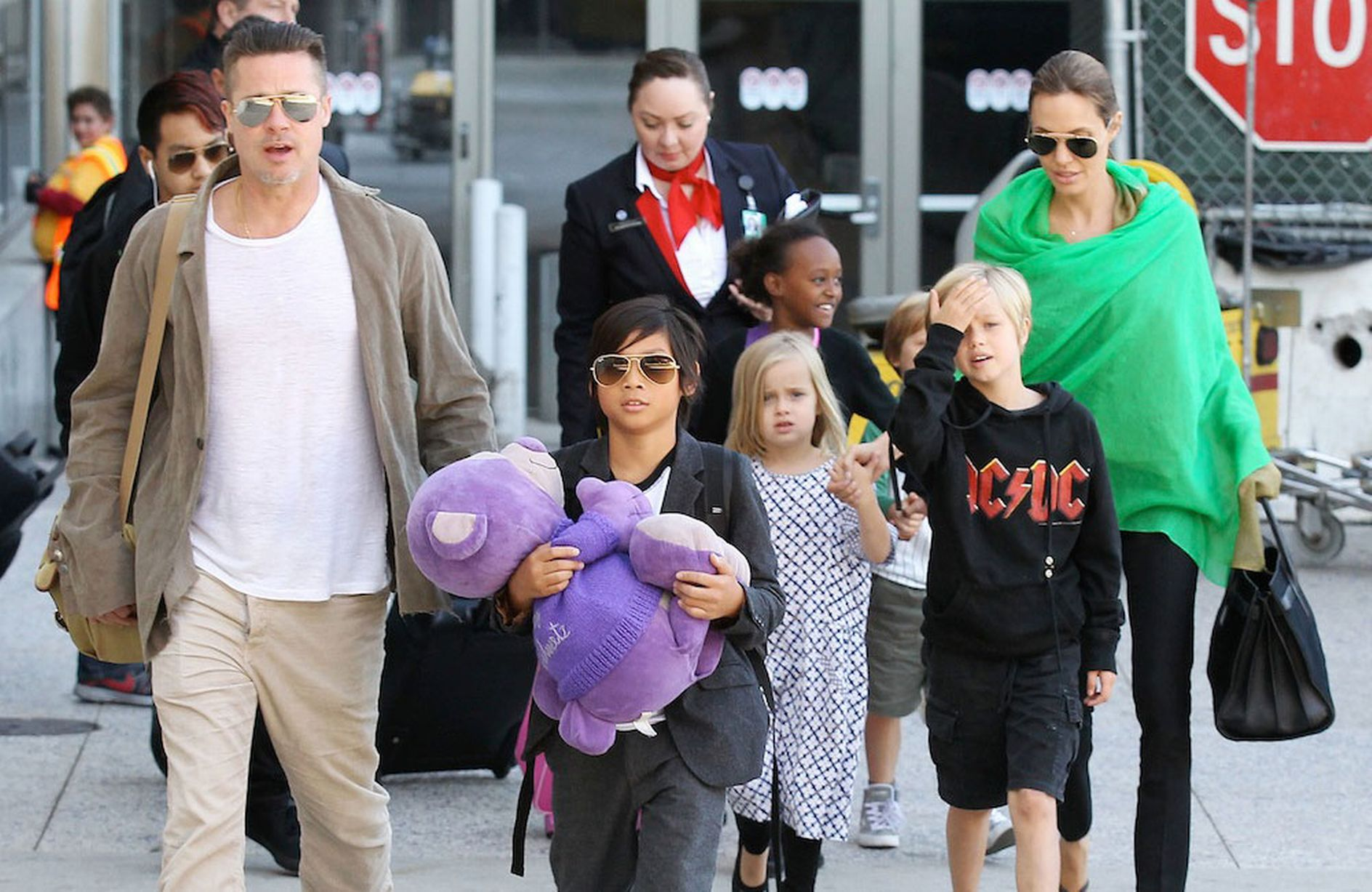 Brad-Pitt-Angelina-Jolie-and-family-arriving-at-the-Los-Angeles-International-Airport-MAIN