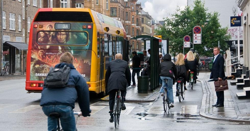 bikers-and-bus-1kx536_dsc0946