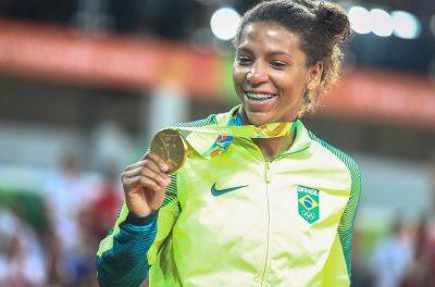 rafaela-silva-mostra-medalha-de-ouro-1470691118714_v2_1920x1080