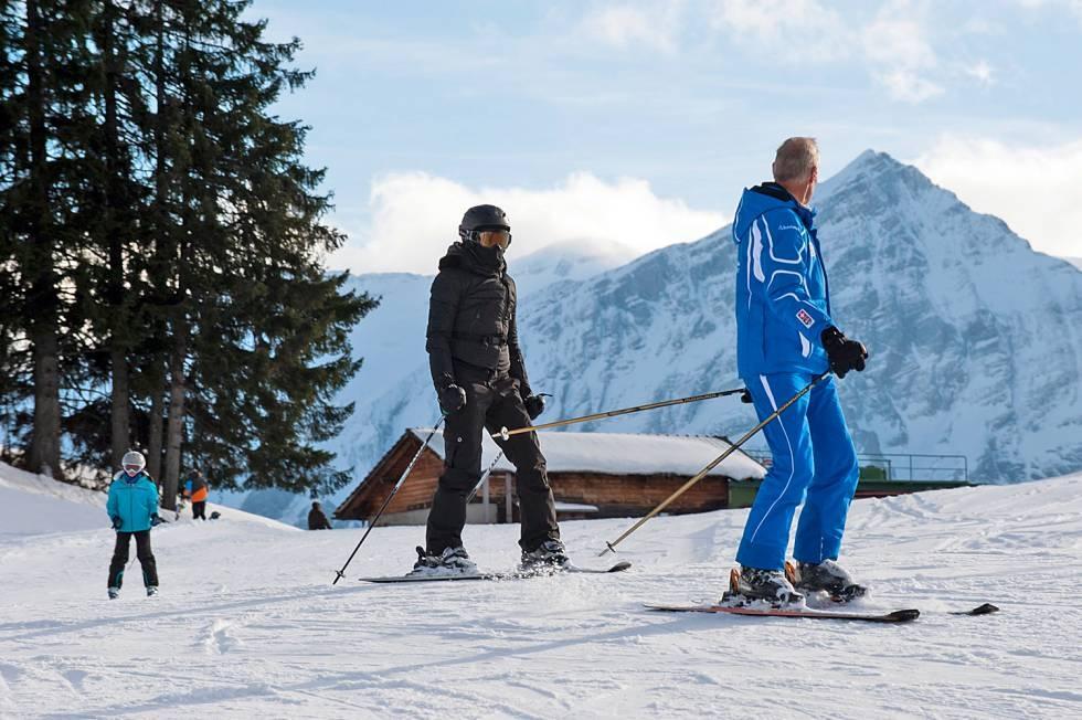 20121231-pictures-madonna-gstaad-skiing-switzerland-02