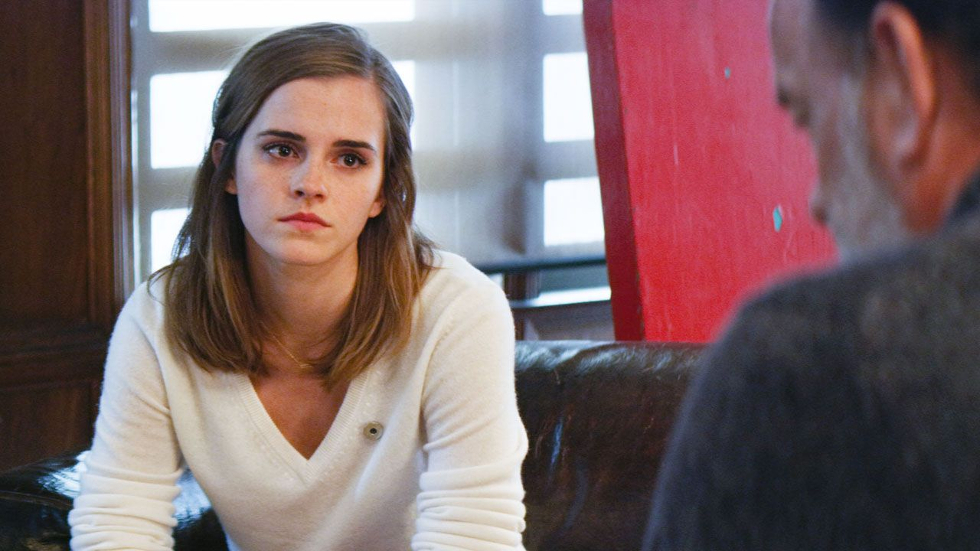 """""""O Círculo"""" conta a história de uma jovem que é contratada por uma das maiores empresas do planeta. Tudo parece perfeito, mas logo ela percebe que seu papel lá dentro é muito diferente do q se imagina. O elenco conta com Emma Watson e Tom Hanks (Foto: Divulgação)"""