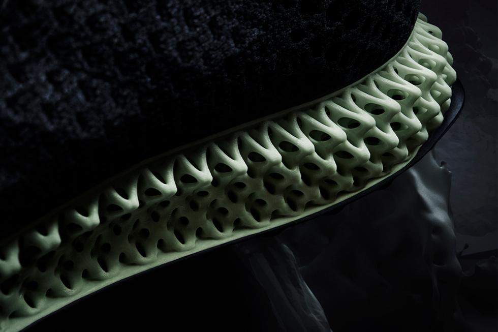 Com a nova tecnologia, adidas agora opera em uma qualidade escala de fabricação e performance esportiva completamente original, oficialmente partindo da impressão 3D e trazendo a fabricação de aditivos da indústria do esporte para uma nova dimensão.