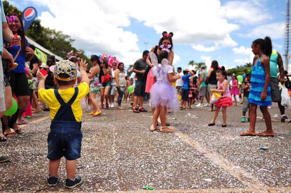 Durante a festa serão ministradas oficinas de capoeira e customização de fantasias , e a animação dos Bonecos de Olinda, além de venda de comidas e bebidas (não alcoólicas).