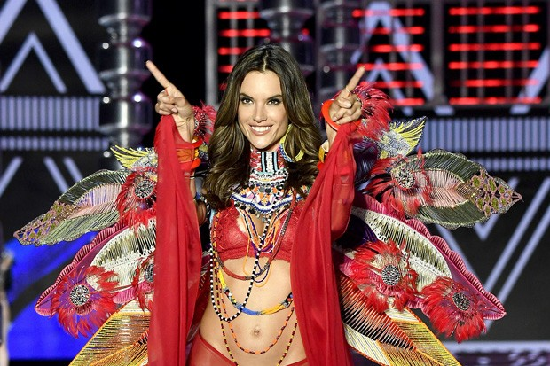Alessandra Ambrosio se despede no Victoria's Secret Fashion Show II Foto: Guetty Images