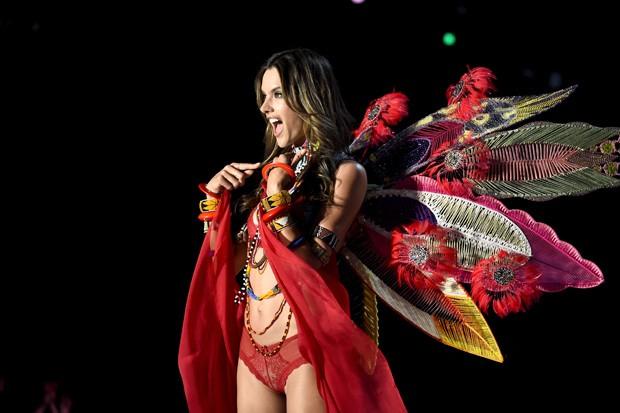 A brasileira Alessandra Ambrosio, que desfilava há 18 anos pela marca, anunciou sua despedida II Foto: Guetty Images
